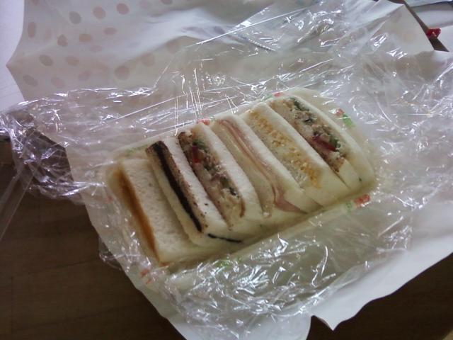 今日のお昼はサンドイッチ。